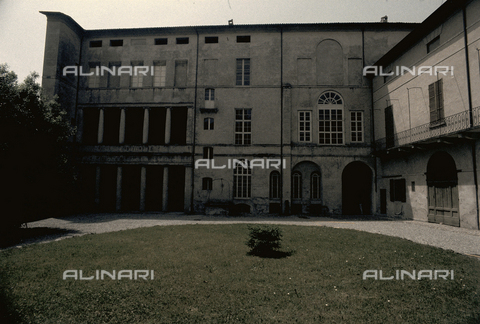 RCS-S-E16904-0004 - Façade looking out on the courtyard of Palazzo Milzetti in Faenza - Data dello scatto: 1983 - RCS/Alinari Archives Management, Florence