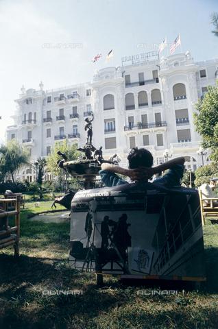 RCS-S-E17070-0004 - Il Grand Hotel di Rimini, 1983 - Data dello scatto: 1983 - RCS / Gestione Archivi Alinari, Firenze