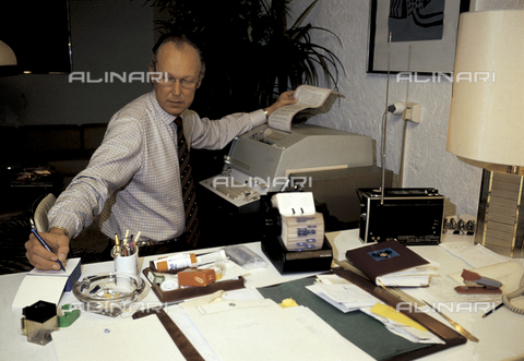 RCS-S-E17462-0002 - Vittorio Emanuele of Savoia in his house in Geneva - Data dello scatto: 1984 - RCS/Alinari Archives Management, Florence