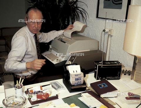 RCS-S-E17462-0003 - Vittorio Emanuele of Savoia in his house in Geneva - Data dello scatto: 1984 - RCS/Alinari Archives Management, Florence