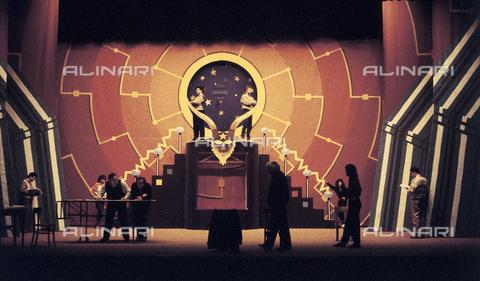 RCS-S-E20327-0007 - The English director Ken Russel in Genova for the production of Mefistofele of Arrigo Boito in the Teatro Carlo Felice - Data dello scatto: 1987 - RCS/Alinari Archives Management, Florence
