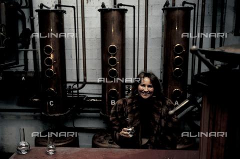 RCS-S-E20350-0003 - Giannola Nonino in her family's distillery in Percoto, near Udine - Data dello scatto: 1987 - RCS/Alinari Archives Management, Florence