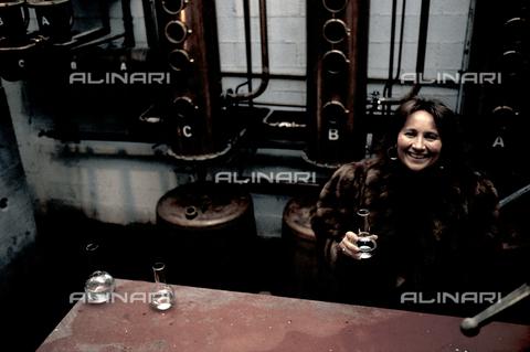 RCS-S-E20350-0006 - Giannola Nonino in her family's distillery in Percoto, near Udine - Data dello scatto: 1987 - RCS/Alinari Archives Management, Florence