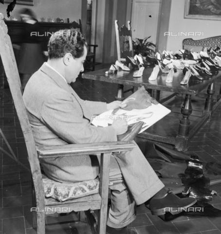 RCT-F-025539-0000 - Ferragamo, il calzolaio delle dive di Hollywood - Data dello scatto: 12/1952 - Archivio Toscani/Gestione Archivi Alinari, Firenze