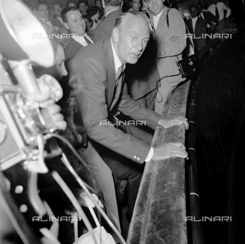 RCT-F-054382-0000 - L'attore Gary Cooper tra i fotografi, Milano - Archivio Toscani/Gestione Archivi Alinari, Firenze
