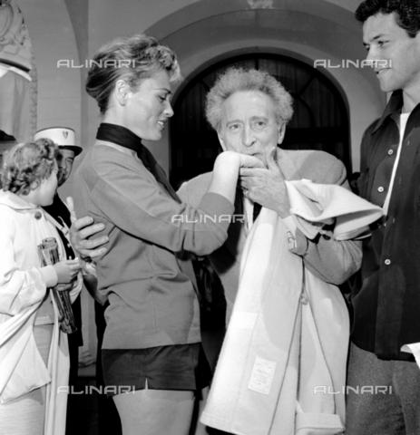 RCT-F-061862-0000 - L'attrice Bella Darvy e l'accademico Jean Cocteau a Cannes - Data dello scatto: 1956 - Archivio Toscani/Gestione Archivi Alinari, Firenze