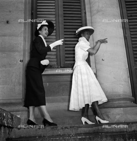 RCT-S-026572-0009 - Moda a Firenze - Data dello scatto: 24/01/1953 - Archivio Toscani/Gestione Archivi Alinari, Firenze