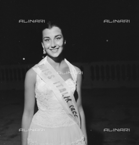 RCT-S-045960-0006 - Elezione di Miss Italia: Brunella Tocci, Miss Italia - Data dello scatto: 5-6/09/1955 - Archivio Toscani/Gestione Archivi Alinari, Firenze