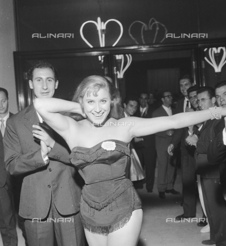 RCT-S-045960-0008 - Elezione di Miss Italia: Miss Cinema Roma - Data dello scatto: 5-6/09/1955 - Archivio Toscani/Gestione Archivi Alinari, Firenze