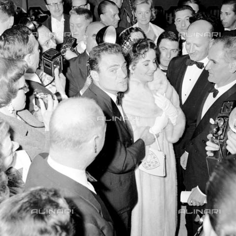 RCT-S-061857-0001 - Elisabeth Taylor e il regista Mike Todd  a Cannes - Archivio Toscani/Gestione Archivi Alinari, Firenze