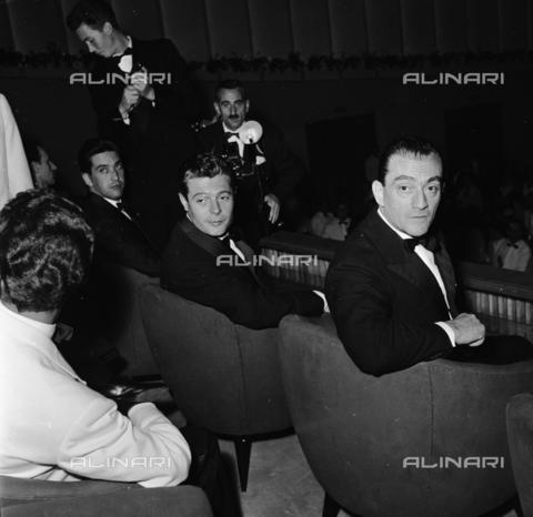 RCT-S-064507-0001 - Mostra del Cinema di Venezia: Luchino Visconti e Marcello Mastroianni - Data dello scatto: 08/1957 - Archivio Toscani/Gestione Archivi Alinari, Firenze