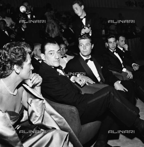 RCT-S-064507-0002 - Mostra del Cinema di Venezia: Luchino Visconti e Marcello Mastroianni - Data dello scatto: 08/1957 - Archivio Toscani/Gestione Archivi Alinari, Firenze