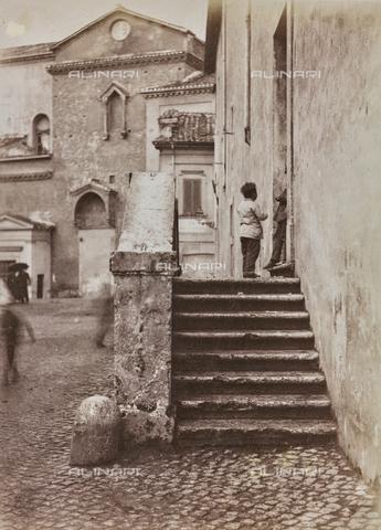 REA-F-000051-0000 - Piazza Sant'Egidio a Trastevere, Roma: in primo piano l'ex convento di Sant'Egidio, sullo sfondo il transetto della chiesa di Santa Maria in Trastevere - Data dello scatto: 1880-1890 - Archivi Alinari, Firenze