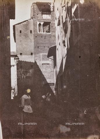 REA-F-000055-0000 - Casa dei Pierleoni in via del Ricovero, Rione Ripa a Roma. La strada oggi non esiste più - Data dello scatto: 1880-1890 - Archivi Alinari, Firenze