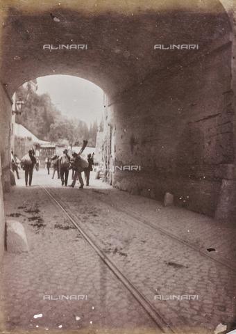 REA-F-000104-0000 - Via della Salara a Roma. Oggi la strada non esiste più - Data dello scatto: 1880-1890 - Raccolte Museali Fratelli Alinari (RMFA)-archivio Roesler Franz, Firenze
