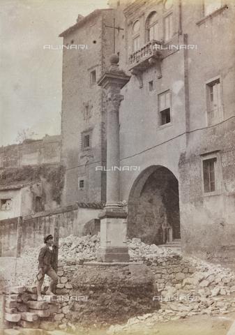 REA-F-000182-0000 - Demolizione antistante la Casa dei Cesarini (collegamento con la Torre di Paolo III) a Roma - Data dello scatto: 1880-1890 ca. - Archivi Alinari, Firenze