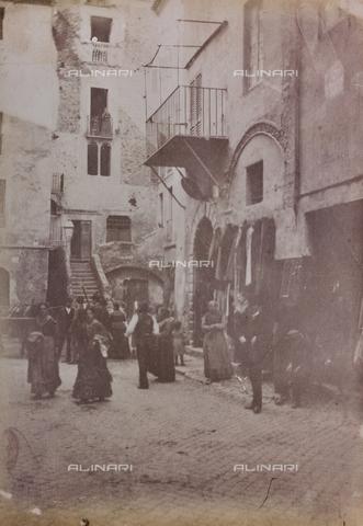 REA-F-000327-0000 - Veduta animata di piazzetta Rua nel ghetto ebraico a Roma, oggi la piazza non esiste più - Data dello scatto: 1880-1885 ca. - Archivi Alinari, Firenze