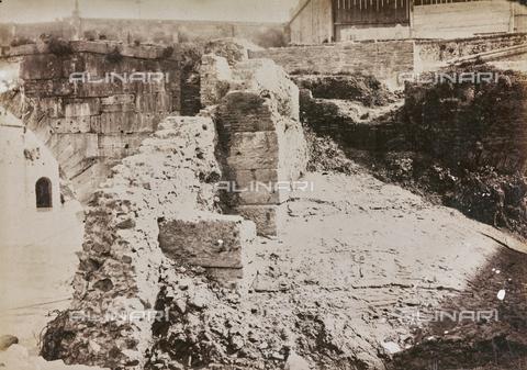 REA-F-000391-0000 - Mura sulle sponde del Tevere a Roma - Data dello scatto: 1880-1890 ca. - Raccolte Museali Fratelli Alinari (RMFA)-archivio Roesler Franz, Firenze