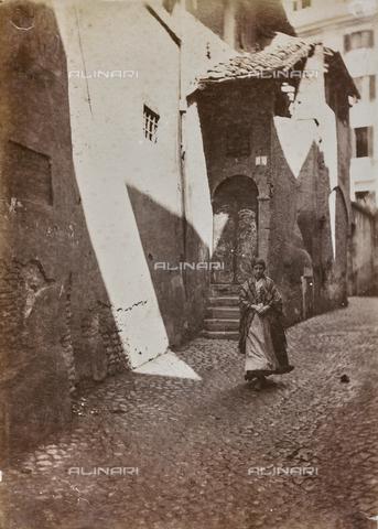 REA-F-000474-0000 - Vicolo della Luce nel quartiere di Trastevere - Data dello scatto: 1880-1890 ca. - Raccolte Museali Fratelli Alinari (RMFA)-archivio Roesler Franz, Firenze