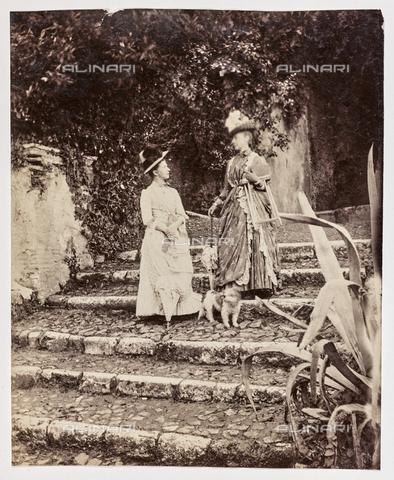 REA-F-001119-0000 - Coppia di nobildonne in visita a Villa Adriana a Tivoli - Data dello scatto: 1880-1890 - Archivi Alinari, Firenze