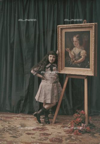 RGD-F-001837-0000 - Bambina accanto a un quadro su un cavalletto - Data dello scatto: 1880-1900 - Archivi Alinari, Firenze