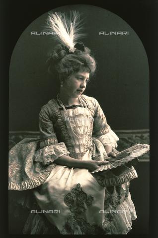 RGD-F-001840-0000 - Ritratto di bambina in costume settecentesco - Data dello scatto: 1880-1900 - Archivi Alinari, Firenze