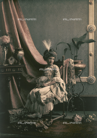 RGD-F-001880-0000 - Ritratto di bambina in costume settecentesco in un interno con arredamento d'epoca - Data dello scatto: 1880-1900 - Archivi Alinari, Firenze