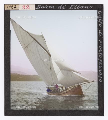 RGD-S-000022-1123 - Barca a vela nel golfo di Portoferraio, Isola d'Elba - Data dello scatto: 1890-1910 - Raccolte Museali Fratelli Alinari (RMFA)-donazione Roster, Firenze