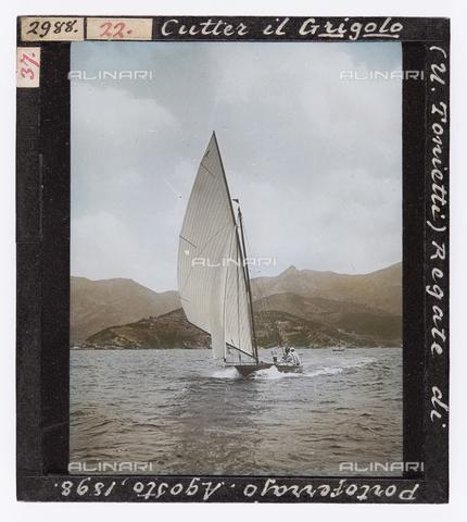 """RGD-S-000022-2988 - Cutter the """"Grigolo"""" during a race in Portoferraio, Elba Island - Data dello scatto: 08/1898 - Archivi Alinari, Firenze"""