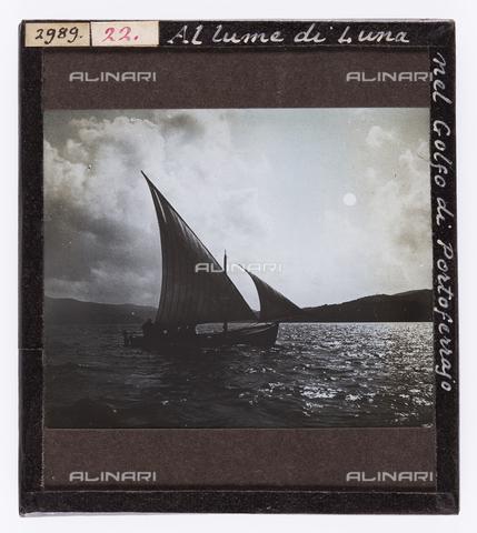 RGD-S-000022-2989 - Sailboat in the Gulf of Portoferraio, Elba Island - Data dello scatto: 1890-1910 - Archivi Alinari, Firenze