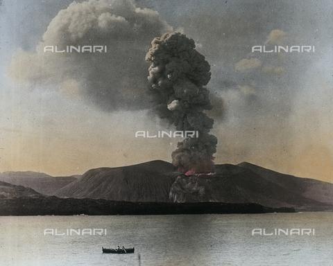 RGD-S-000025-2249 - Eruzione del Gran Cratere della Fossa, Isola di Vulcano, Lipari - Data dello scatto: 20/04/1888 - Archivi Alinari, Firenze
