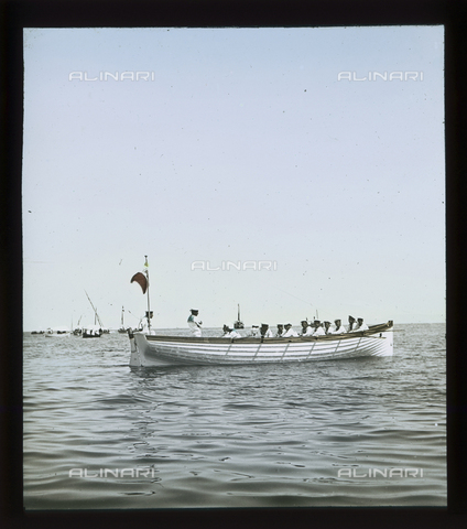 RGD-S-000036-2672 - Barca della Marina durante una regata a Portoferraio, Isola d'Elba - Data dello scatto: 08/1897 - Raccolte Museali Fratelli Alinari (RMFA)-donazione Roster, Firenze