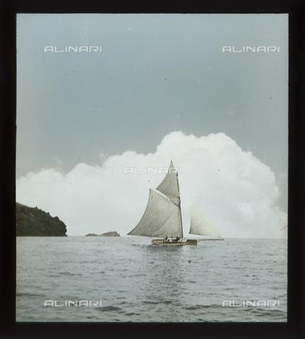 RGD-S-000036-2674 - Cutter during a race in Portoferraio, Elba Island - Data dello scatto: 08/1897 - Archivi Alinari, Firenze