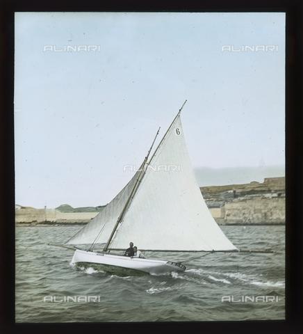 """RGD-S-000036-2678 - Cutter """"Fides"""" during a race in Portoferraio, Elba Island - Data dello scatto: 08/1897 - Archivi Alinari, Firenze"""