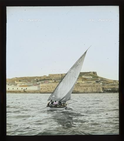 """RGD-S-000036-2682 - """"Italy"""" sailing boat during a race in Portoferraio, Elba Island - Data dello scatto: 08/1897 - Archivi Alinari, Firenze"""