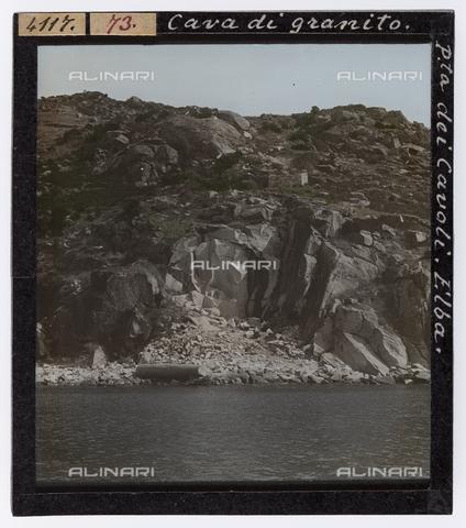 RGD-S-000073-4117 - Cava di granito a Punta dei Cavoli, Isola d'Elba - Data dello scatto: 1890-1910 - Raccolte Museali Fratelli Alinari (RMFA)-donazione Roster, Firenze