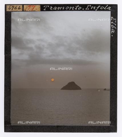 RGD-S-000077-4764 - Sunset on the Enfola, Elba Island - Data dello scatto: 1890-1910 - Archivi Alinari, Firenze