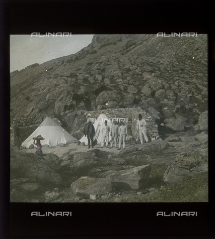 RGD-S-000077-732A - Tents on Monte Capanne for the geodetic station workers, Elba Island - Data dello scatto: 1890-1910 - Archivi Alinari, Firenze