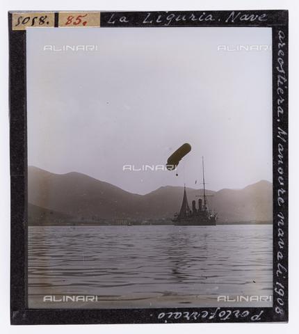 """RGD-S-000085-5058 - Manovre navali della """"Liguria"""" a Portoferraio, Isola d'Elba - Data dello scatto: 1908 - Raccolte Museali Fratelli Alinari (RMFA)-donazione Roster, Firenze"""