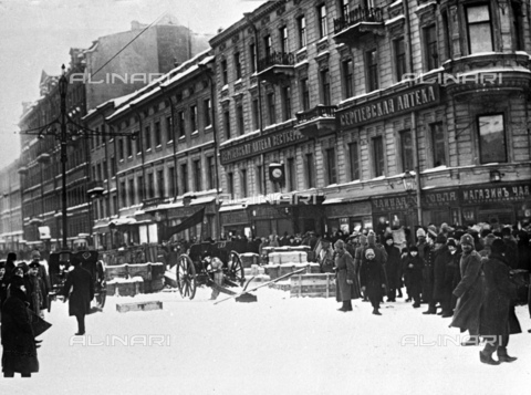 RNA-F-442787-0000 - Russian Revolution of 1917: Barricades in Liteyny Avenue in Petrograd (St. Petersburg). In the background the Central Museum of the Revolution today the State Museum of Contemporary Russian History - Data dello scatto: 24/02/1917 - Sputnik/ Alinari Archives