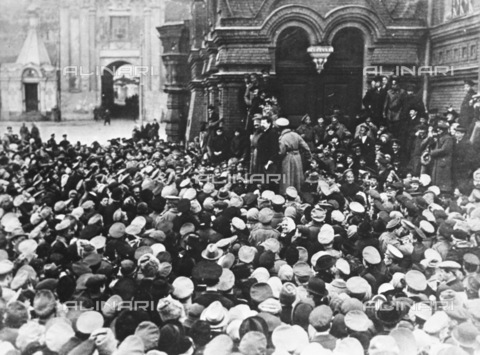 RNA-F-443771-0000 - Russian Revolution of 1917: Viktor Nogin Address to the Russian revolutionaries before entering the museum dedicated to the Emperor Alexander III Russian, now the Museum of History in Moscow - Data dello scatto: 28/02/1917 - Sputnik/ Alinari Archives