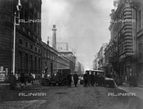 RNA-F-610417-0000 - Russian revolution: barricades in Petrograd road (St. Petersburg) in October 1917 - Sputnik/ Alinari Archives