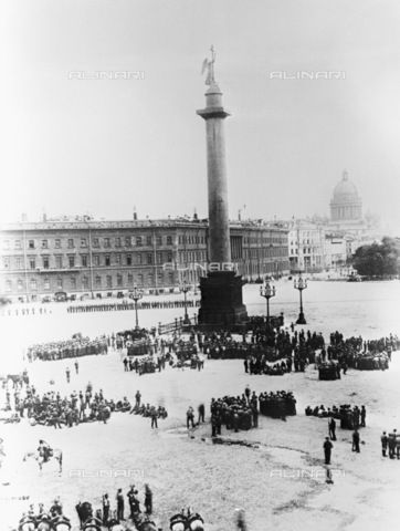 RNA-F-624220-0000 - Russian Revolution of 1917: manifestation of revolutionary soldiers in the Palace Square in St. Petersburg - Data dello scatto: 05/07/1917 - Sputnik/ Alinari Archives