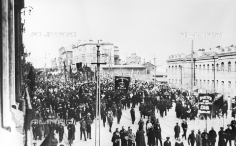 RNA-F-636385-0000 - Russian revolution: the Vladivostok workers during a protest demonstration - Sputnik/ Alinari Archives