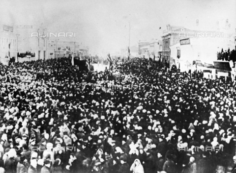 RNA-F-636386-0000 - Russian revolution: the workers of Ivanovo-Voskresensk during a protest rally - Sputnik/ Alinari Archives