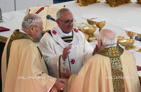 RNA-S-000141-7496 - Papa Francesco (Jorge Mario Bergoglio) presiede la Messa per la solenne inaugurazione del Pontificato, nella festa di San Giuseppe, 19 marzo 2013 - Data dello scatto: 19/03/2013 - Sputnik / Ria Novosti / Archivi Alinari
