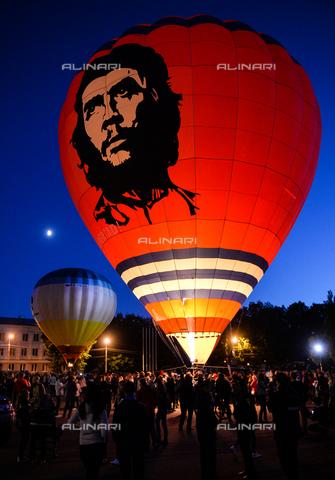 RNA-S-000287-1452 - The 21st International Festival of Aeronautics in Velikye Luki: balloon with a portrait of the revolutionary Ernesto Guevara (1928-1967) said el Che - Data dello scatto: 13/06/2016 - Sputnik/ Alinari Archives