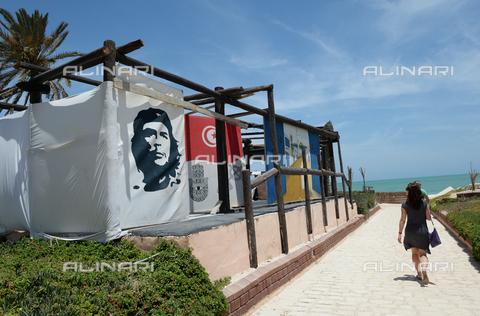 RNA-S-000288-0435 - Tent with the portrait of the revolutionary Ernesto Guevara (1928-1967) said el Che, the Lella Meriam hotel on the island of Djerba in Tunisia - Data dello scatto: 14/06/2016 - Sputnik/ Alinari Archives