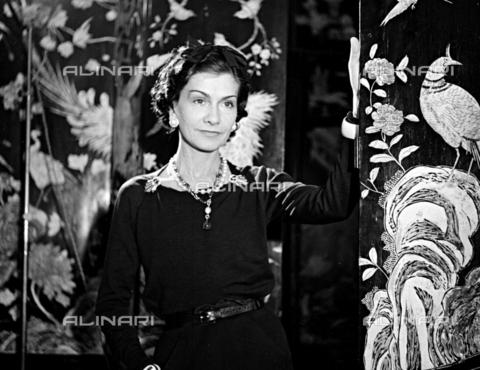 RVA-S-000341-0003 - Ritratto della stilista Coco Chanel - Data dello scatto: 1937 - Studio Lipnitzki / Roger-Viollet/Alinari
