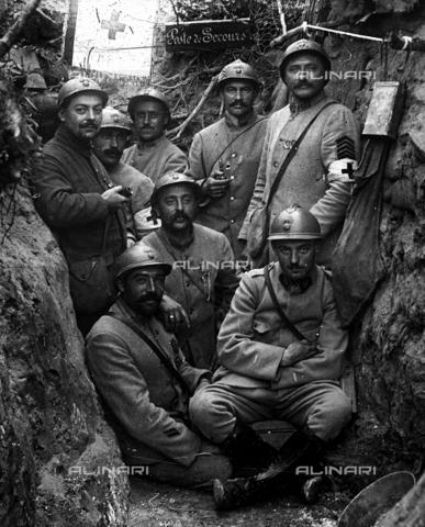 RVA-S-001022-0003 - Prima Guerra Mondiale: trincea attrezzata per il primo soccorso a Chevreux - Collection Roger-Viollet / Roger-Viollet/Alinari